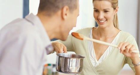 http__3-bp-blogspot-com_-hduasrulup4_vbeuxhua_mi_aaaaaaaabue_k0oir3mgkq4_s1600_mulher-cozinhando-homem