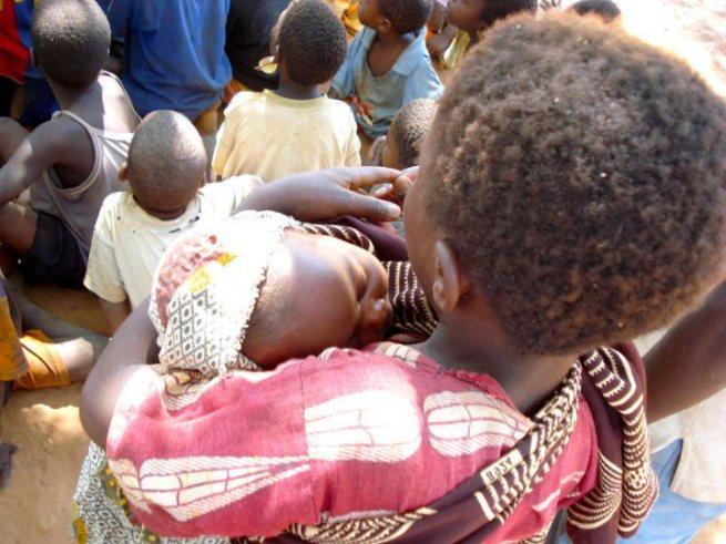 Resultado de imagem para foto criança cuidando