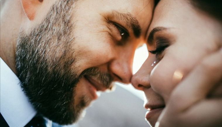 casal-apaixonado-amor-0517-1400x800